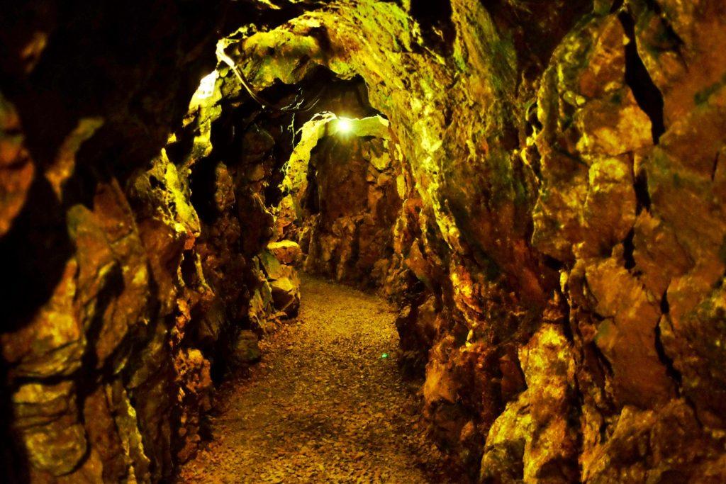 tunnel miniera d'oro
